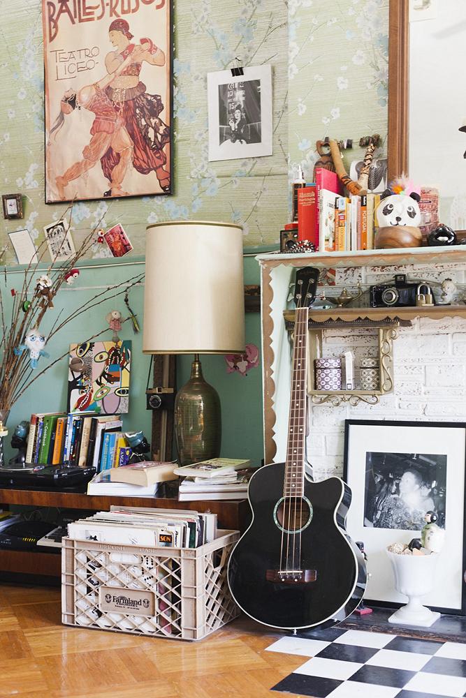 agnes_thor_nilea_alexander_newyorknests_292_013D fireplace guitar