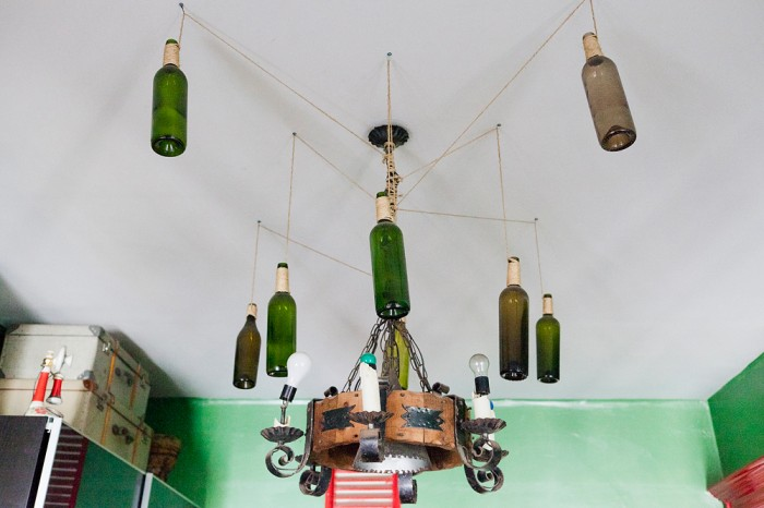 agnes_thor_nilea_alexander_newyorknests_292_071D make a lamp out of wine bottles
