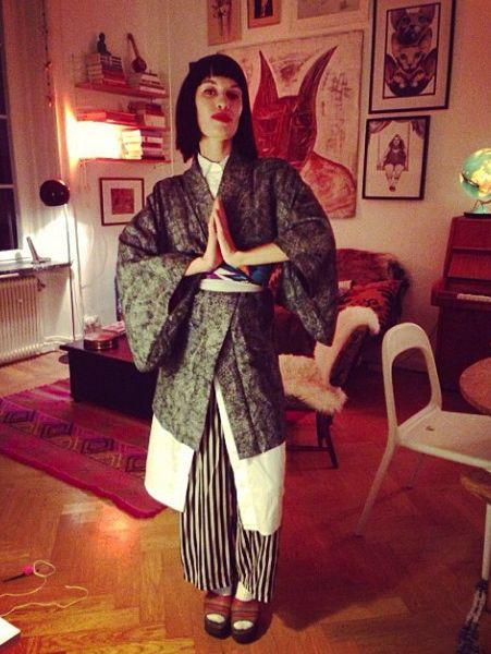 Halloween-maskerad-kla-ut-sig-geisha-tavelvagg3