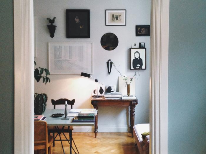 taveläagg-matbord-stilleben-sidobord-vaser-konst 223