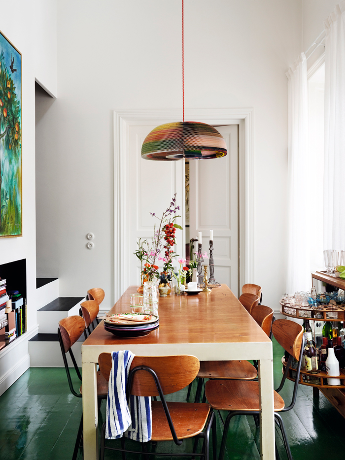 Johan-Svensons-matplats-matbord-malade-golv-gront-foto-idha-lindhag