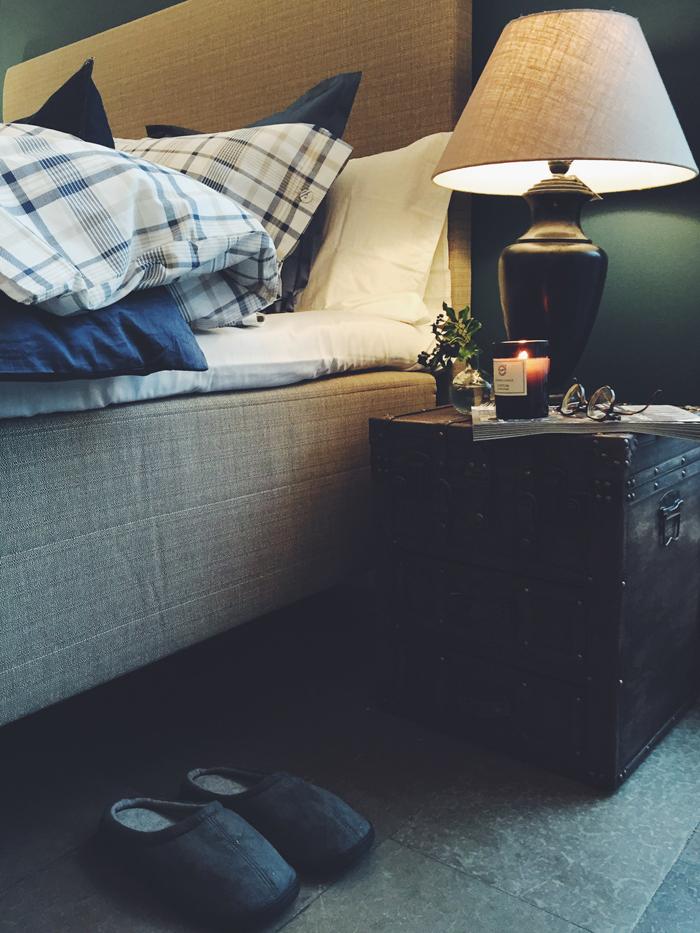 Sovrum-feng shui-add simplicity-jysk-sänggavel-textil-blå-väggfärg-mysigt