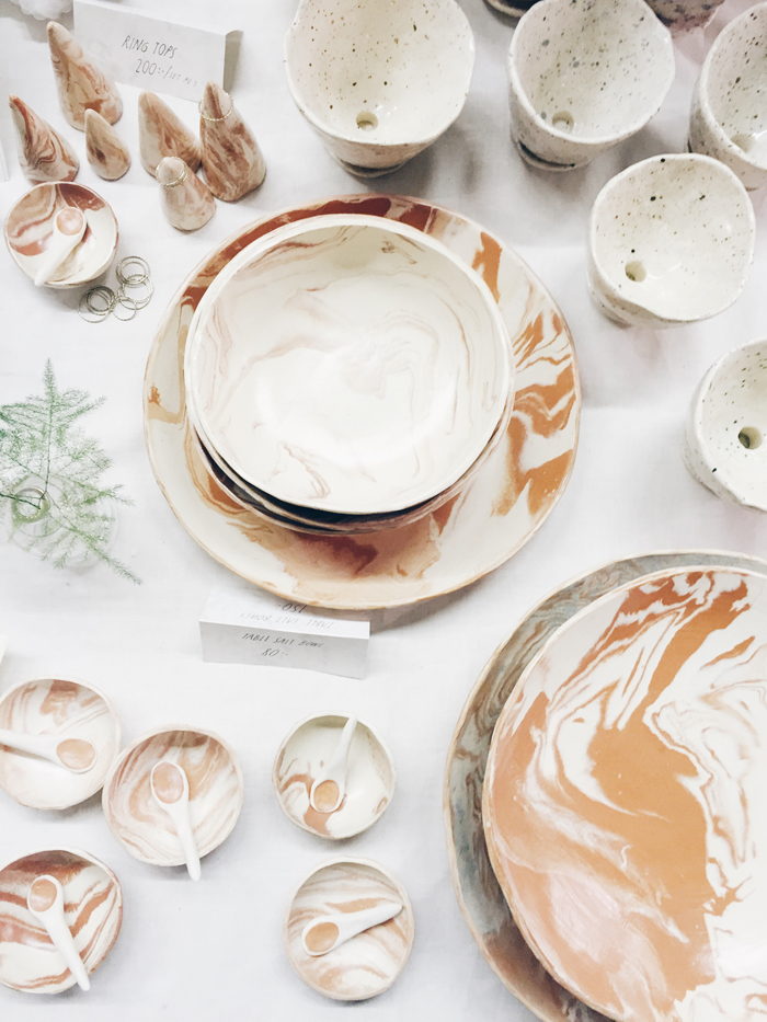 Anna-Sundvall-marmorerad-keramik-skålar-ring-tops-krukor-saltkar