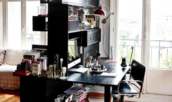 Det specialbyggda skrivbordet som även fungerar som rumsavdelare... Ja, en dag ska jag bo i Paris igen!