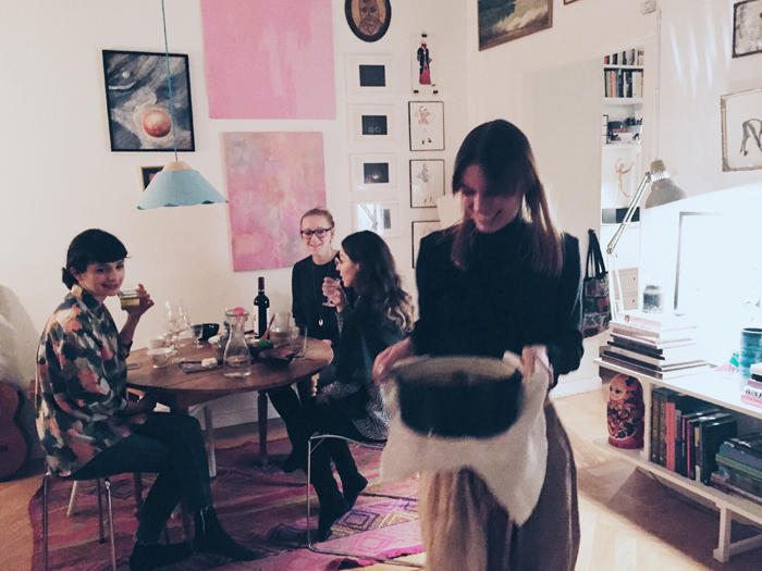 Konst-tavelvägg-bokklubb-matbord-stolar-inspiration