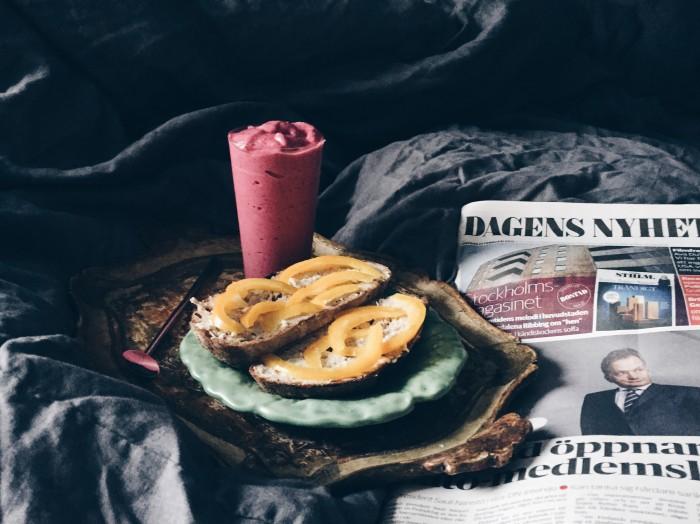 recept jordnötssmör- och hallon smoothie