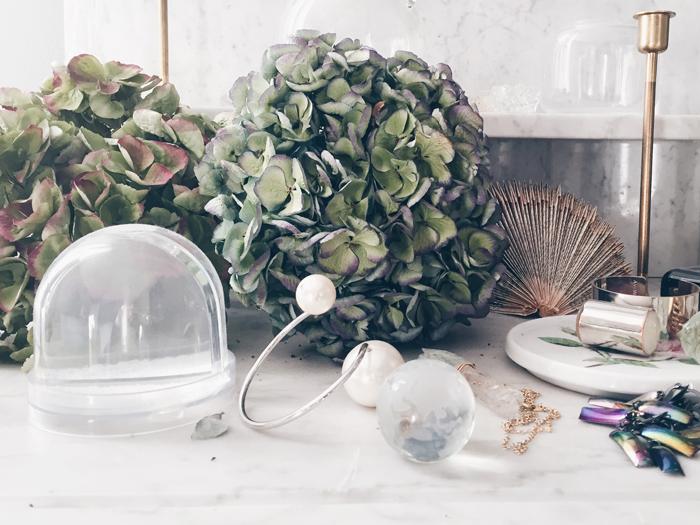 smycken-marmor-forvaring-kristall-torkade-blommor