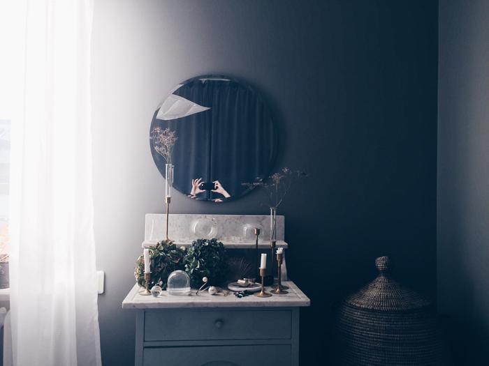 sovrum-inspiration-grått-marmor-gardiner