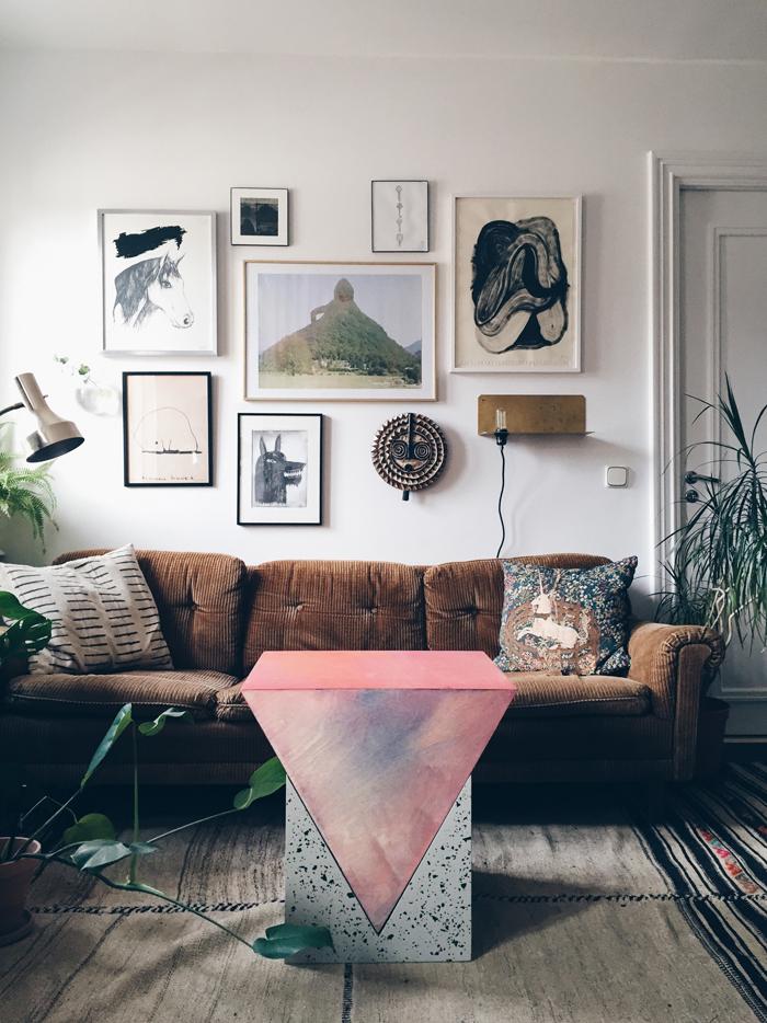 soffbord-piedestal-fredrik-paulsen-prism-tavelvagg-vardagsrum-inspiration
