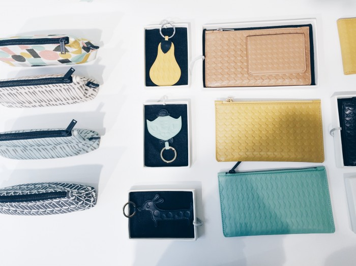 Helt nytt är läderprodukter som plånböcker och nyckelringar. Dessutom flera nya textilier!