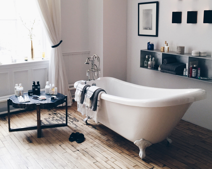 the-apartment-by-the-line-bathtub-bathroom-badkar-sovrum-inspiration
