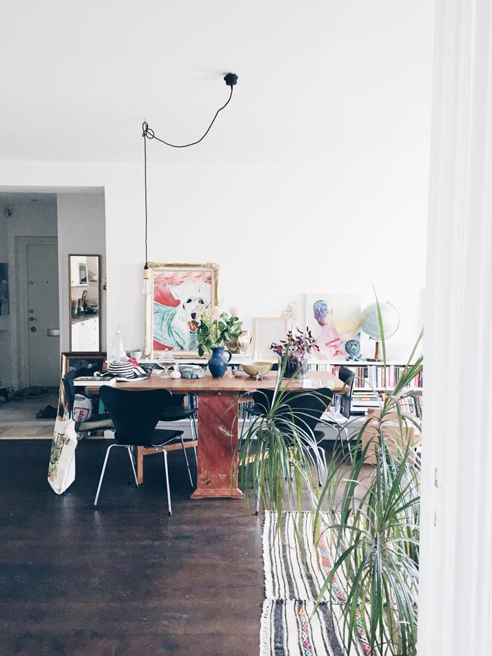 vardagsrum-inredning-konst-vaxter-inspiration